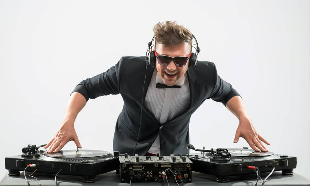 5 Important Questions to Ask Your Wedding DJ