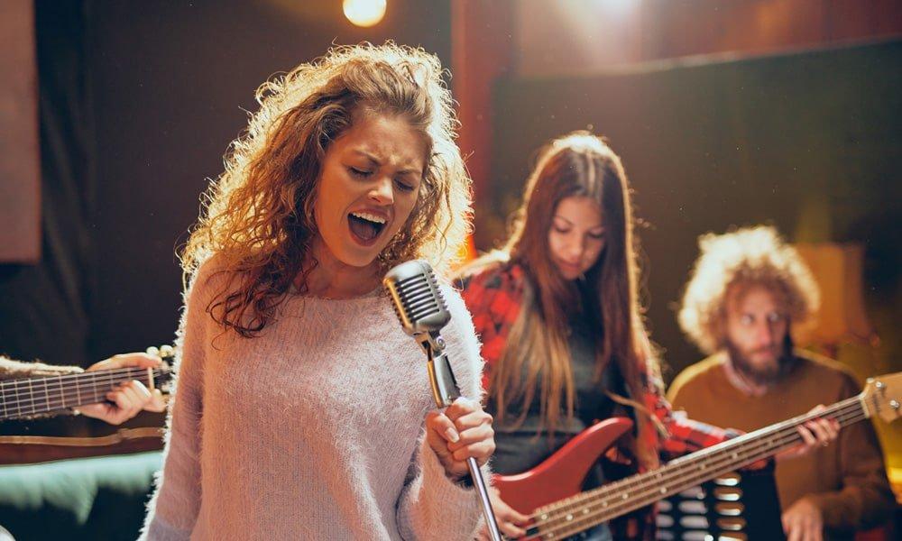 8 Tips for Hiring Best Live Music in Spain!
